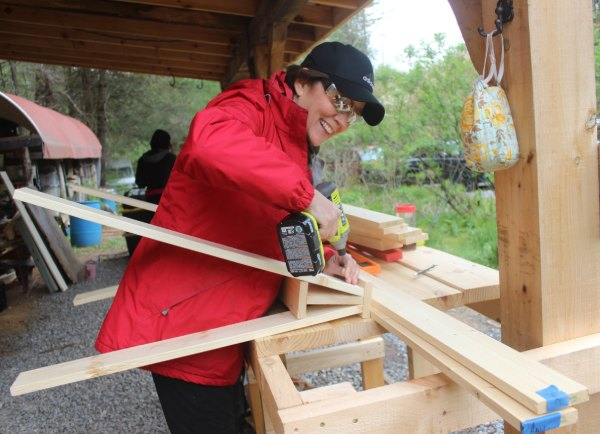 woman building sawhorses in carpentry class