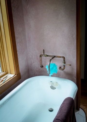 bathtub and water system in tiny house
