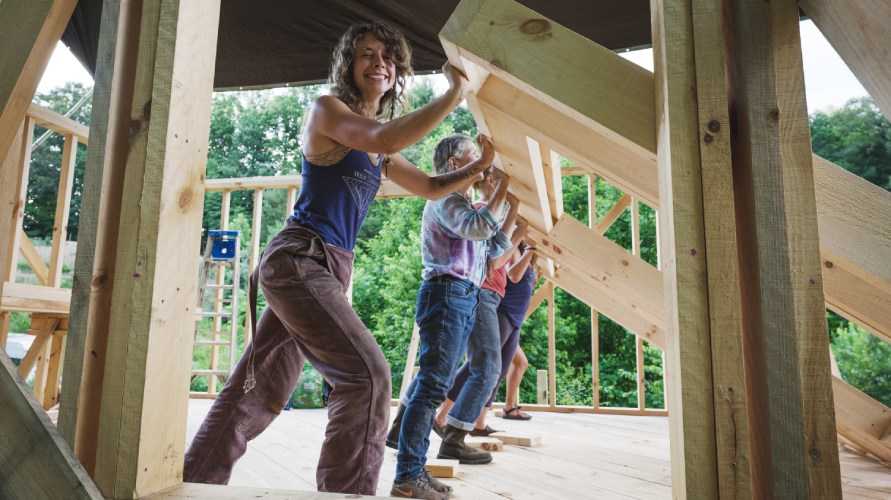 online tiny house academy instructor and students raising a wall