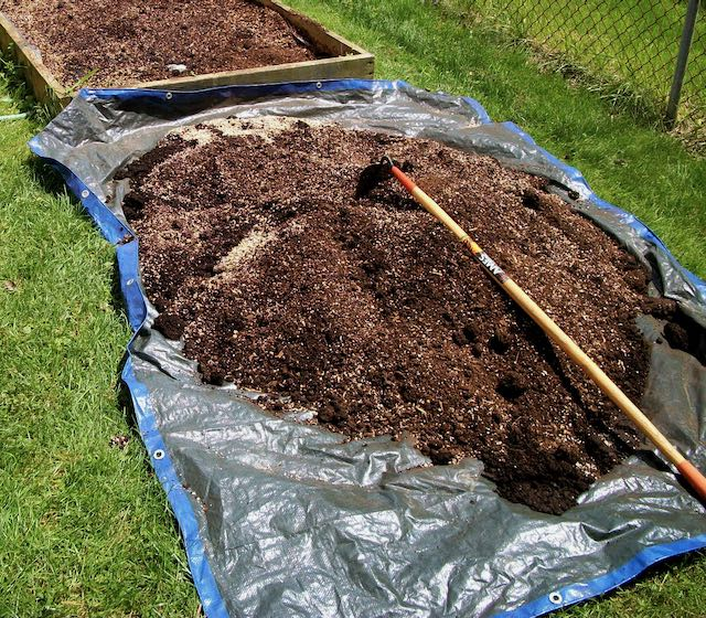 mixing a growing medium for container gardening